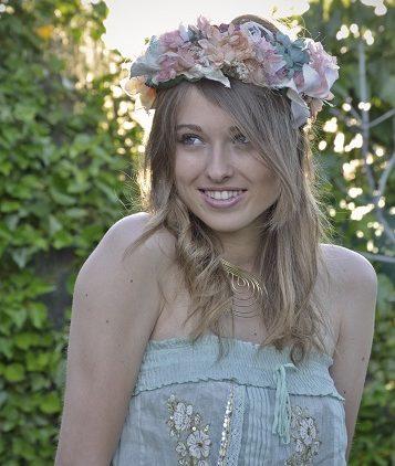 Corona de flores de novia o invitada de flores de seda y liofilizadas