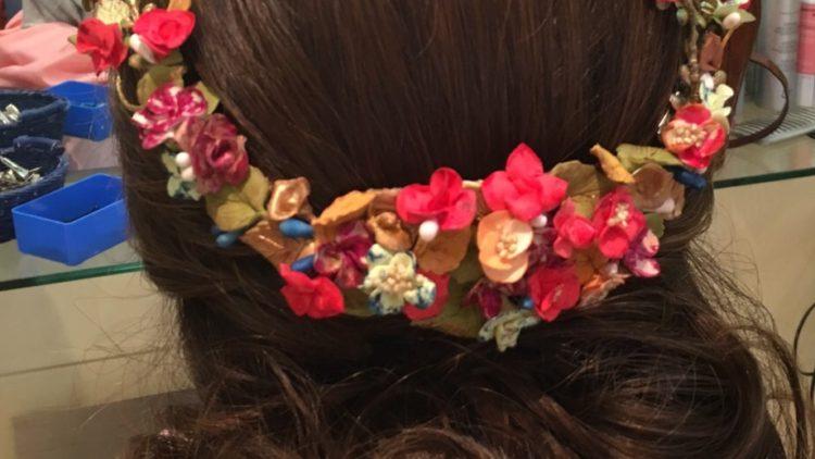 Corona de flores Corona de flores de porcelana fría multicolor para invitada