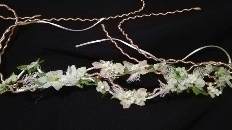 Corona doble de pasamanería y flores
