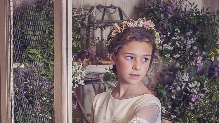 Corona de flores preservadas para niña