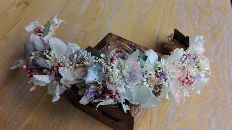 Corona de flores preservadas pastel