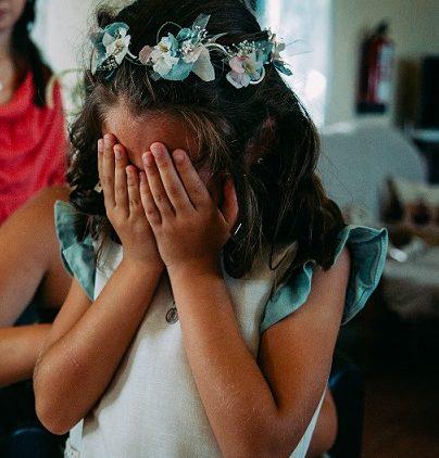 Coronita de niñas de arras de flores de lino y preservadas