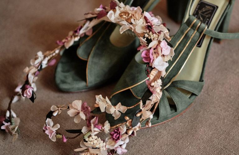 Corona de novia de porcelana y flores preservadas